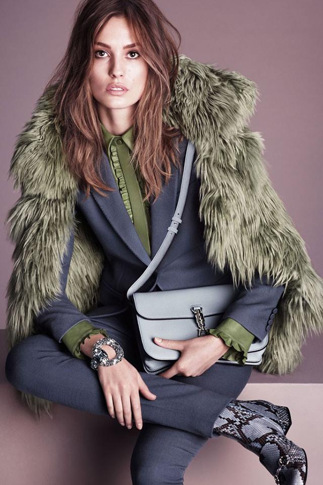 создается фото супермоделей в зимней одежде компании