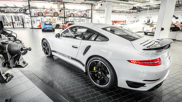 Представлен эксклюзивный Porsche 911 Turbo S GB Edition (фото 2)