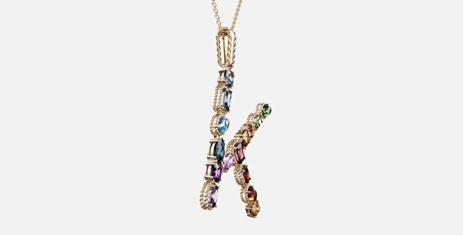 На Farfetch вышли эксклюзивные украшения Dolce&Gabbana в виде алфавита