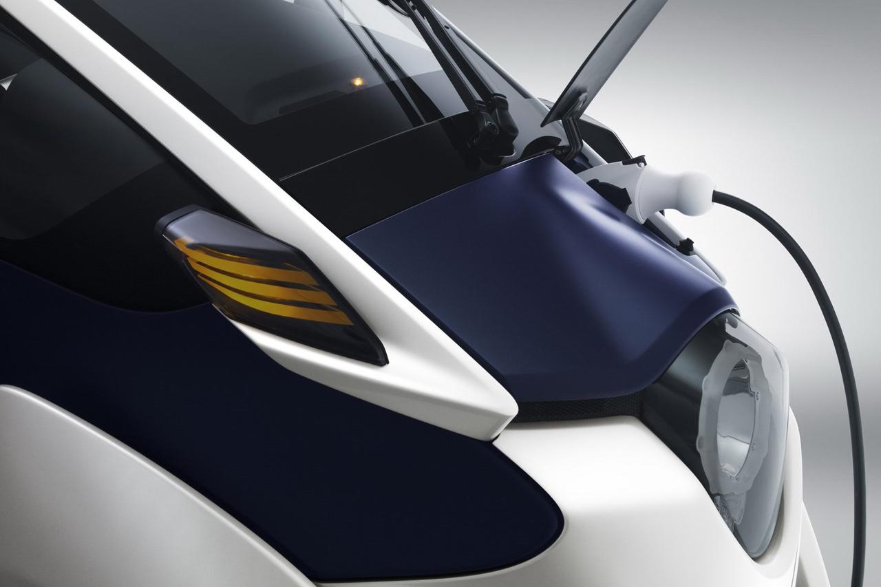 Toyota i road concept buro 24 7 for Buro concept