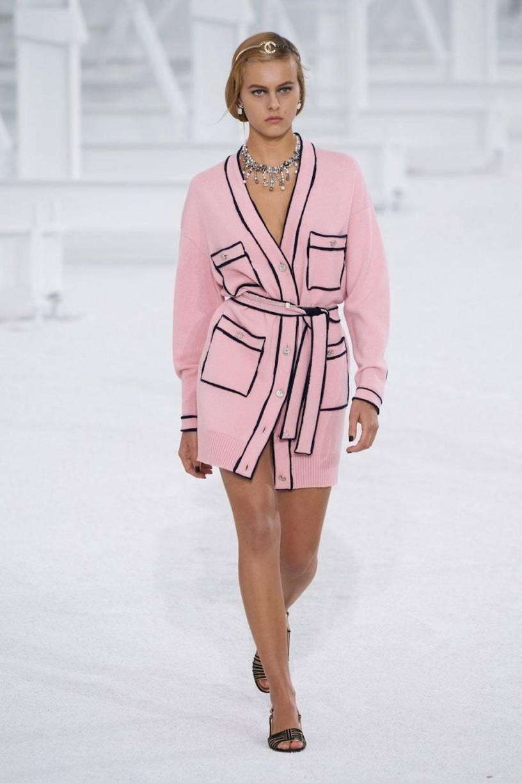 Тактильность, доброта и поддержка — вот главные тенденции Недель моды сезона весна-лето 2021 (фото 14)