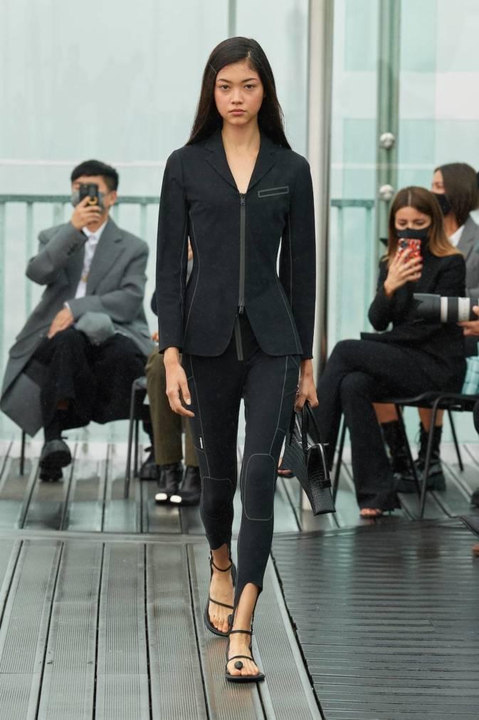 Тактильность, доброта и поддержка — вот главные тенденции Недель моды сезона весна-лето 2021 (фото 22)