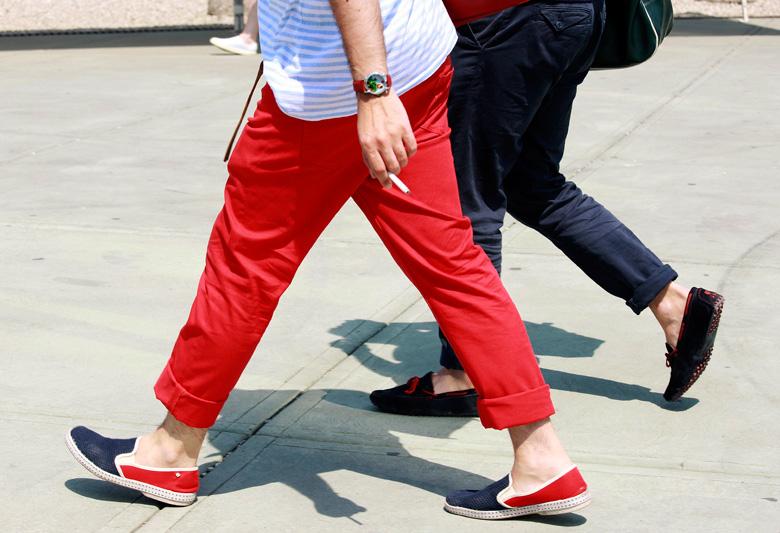 кеды, парусиновые туфли, спортивные тапочки.
