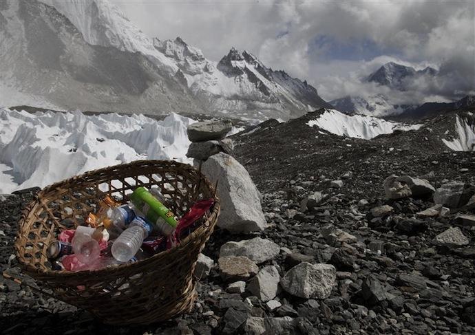 Мусор с Эвереста как объект искусства (фото 2)