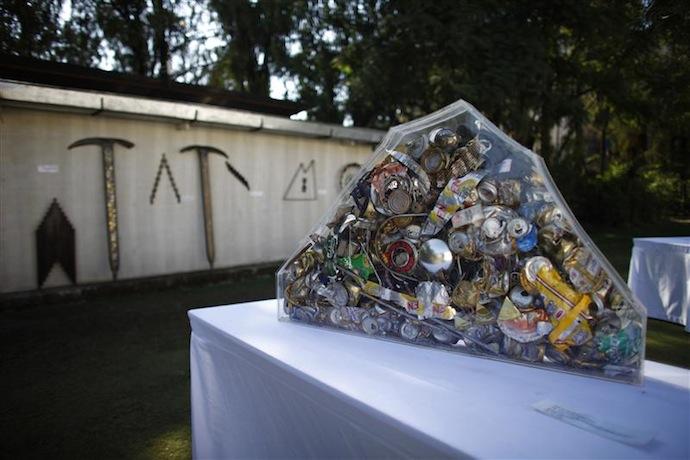 Мусор с Эвереста как объект искусства (фото 1)