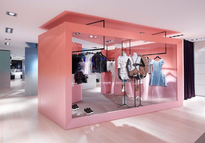 Pop-up-бутик Chanel в Куршевеле (фото 8)