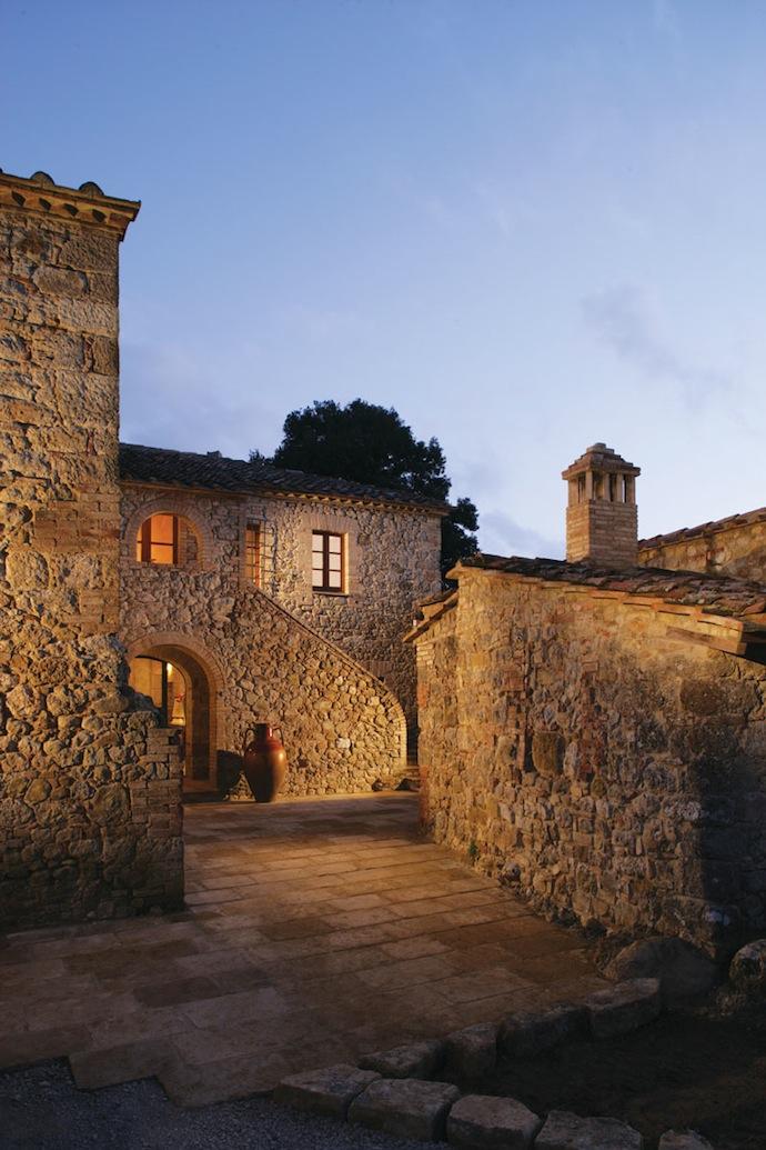 Старинный замок в садах Тосканы (фото 10)