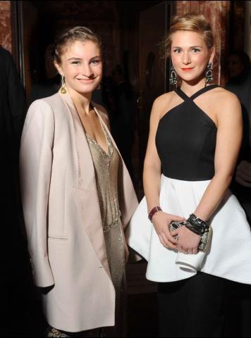 Клер Дистенфилд(справа) в платье Vika Gazinskaya весна-лето 2012.  Клер восторженно отозвалась о творчестве Вики...