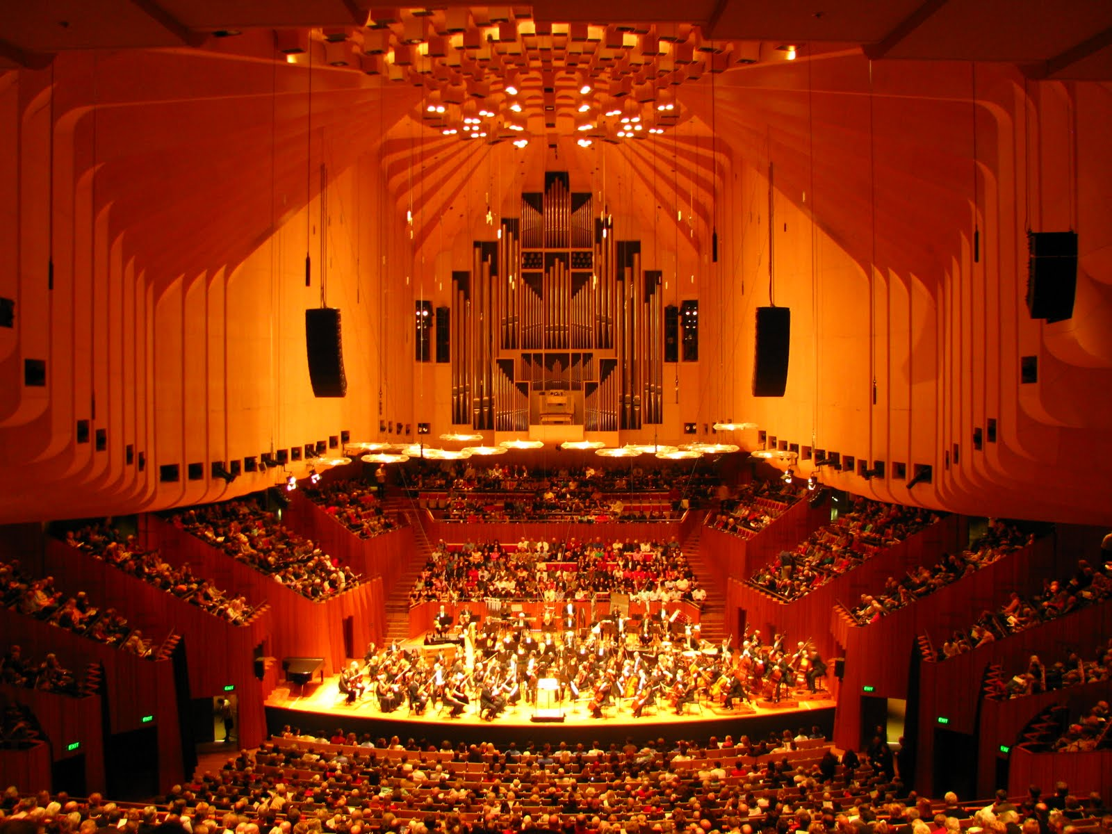 Фото самых больших концертных залов