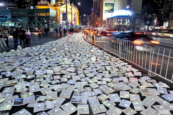 Тысячи книг на дорогах Мельбурна (фото 11)
