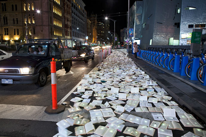 Тысячи книг на дорогах Мельбурна (фото 8)