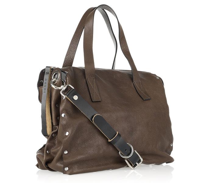 с чем лучше носить лакированную сумку