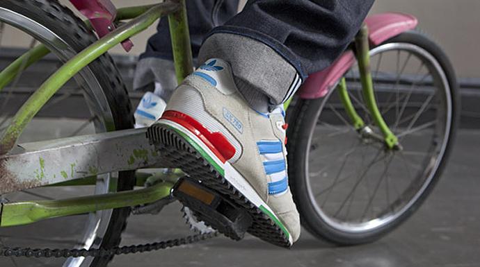 Переиздание кроссовок adidas zx