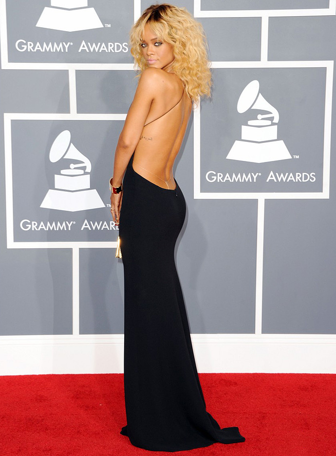 Look of the Day: Рианна на Grammy Awards (фото 1)