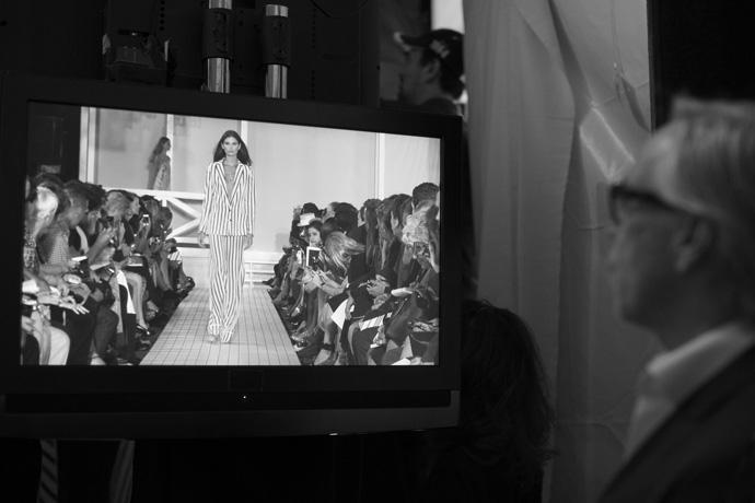 Скотт Шуман за кулисами показа Tommy Hilfiger (фото 10)