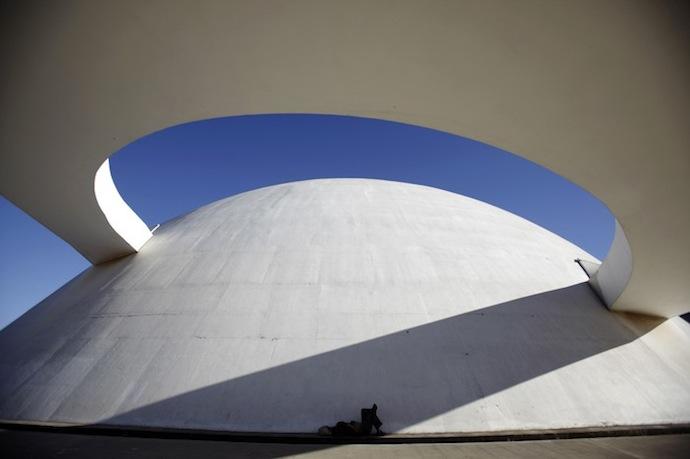 Оскар Нимейер: кривые времени (фото 10)