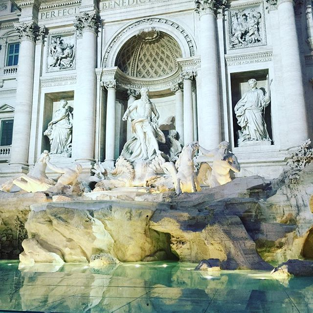What an amazing runway! Trevise fountain..... Rome #fendi