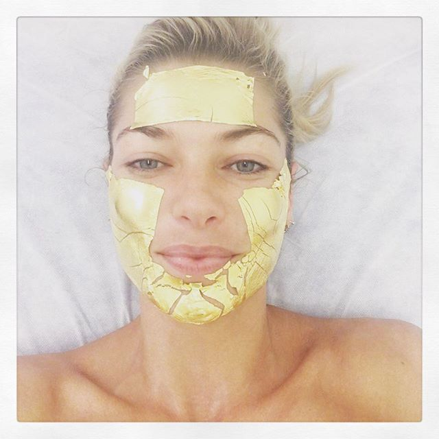 There's always time for a 24k gold mask and facial w @mimiluzon ! #midfashionweekmadness #nyfw