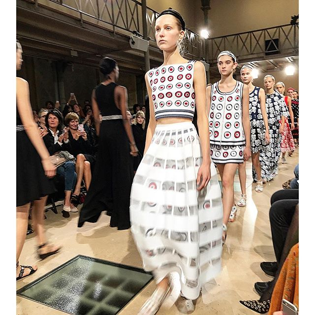 Azzedine Alaia @azzedinealaiaofficial fashion show ss'17. #azzadinealaia #verber #ss17 #trends #brands #verber #fashiondiaries #