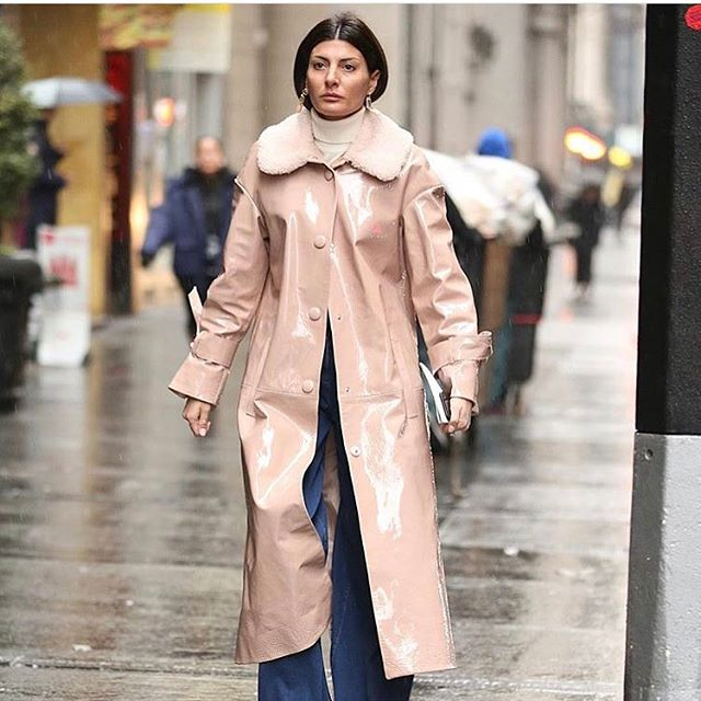 On a rainy day wear blush patent coat @drome_official Regram. @leofaria