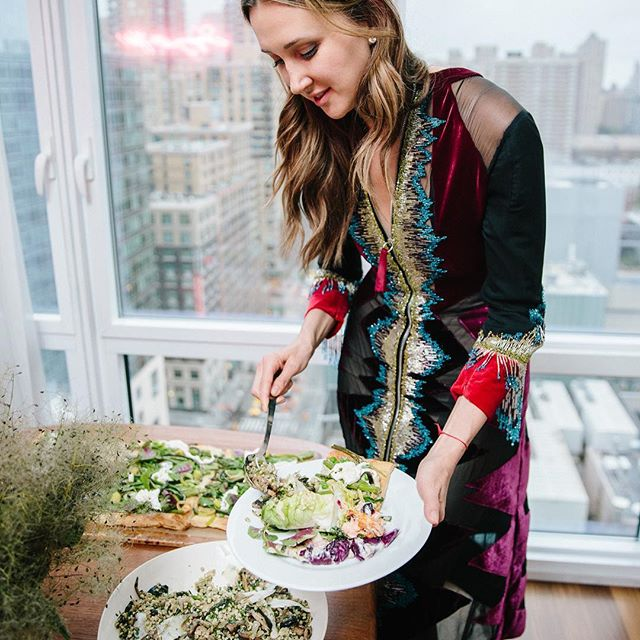 Last night's rainy night in: dinner at home   courtesy of the brilliant @lailacooks to celebrate collaboration of friends @marykatrantzou and @paperlesspost  Thanks to my co-host @apollodorus  Wearing   #MaryKatrantzou #AW17   more photos in my stories #MaryKatrantzouxPP
