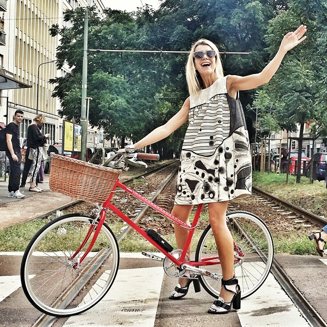 If I don't survive Milan Fashion Week, u will know why.... #tokyobike #milano #bicycle #TheCutMFW #periculoso #outfit #antoniomarras