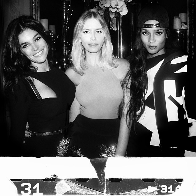 Thanks @germanlarkin for the beautiful photo. With girls @juliarestoinroitfeld and @ciara  at  @stuartweitzman event #paris #latergram