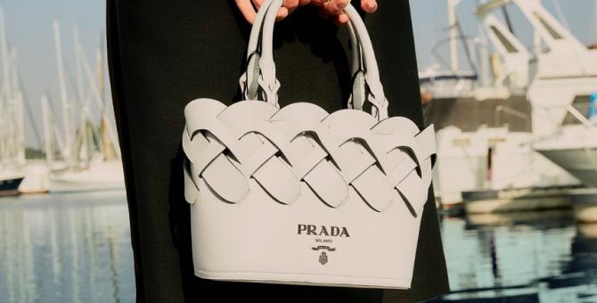 В бутике Prada на Большой Дмитровке появилась спецдоставка
