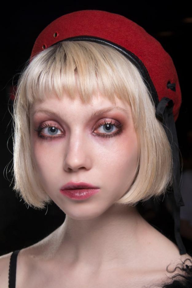 Как повторить макияж с небрежными смоки с показа Katie Gallagher