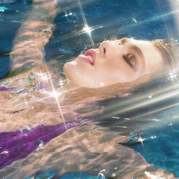 Нужно ли летом использовать водостойкую косметику
