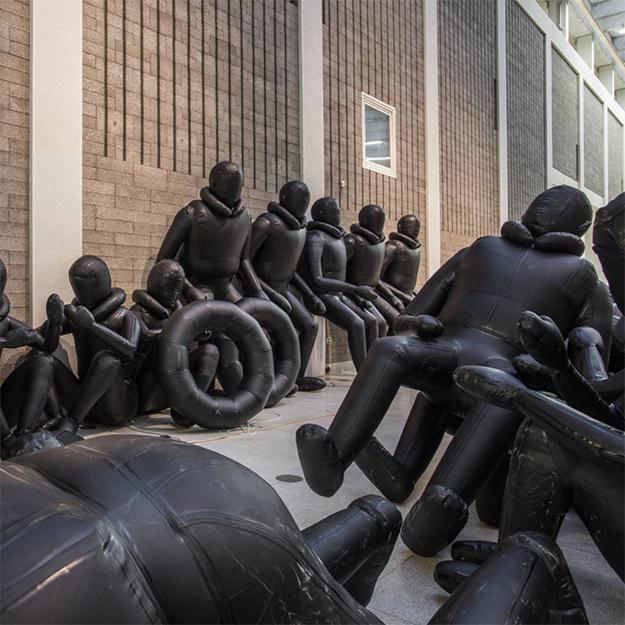 Лодка Ай Вэйвэя — гигантская инсталляция художника