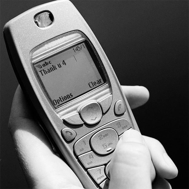 Стало известно, почему англичане получают SMS из 2003 года