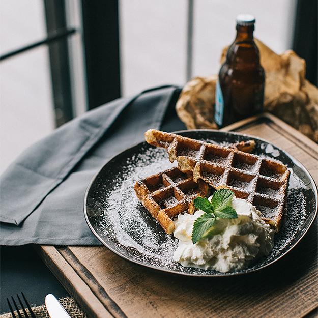 Рестораны недели: поркетта, рулька и пиво из стены