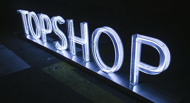 Topshop и Marks & Spencer следят за покупателями