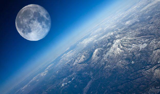 Илон Маск отправит туристов на Луну в следующем году