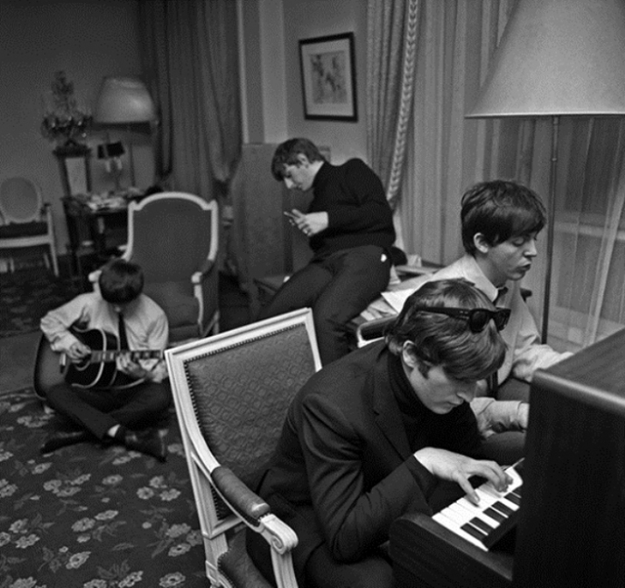 Выставка фотографий The Beatles в Four Seasons Hotel George V