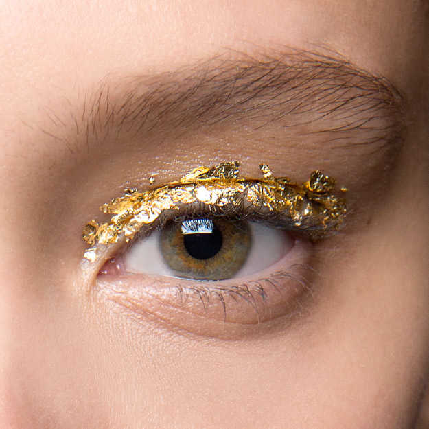 Как повторить макияж с фольгой с показа Ulla Johnson