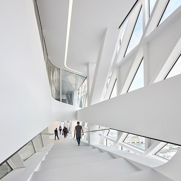 Архитектурное бюро Захи Хадид завершило строительство нового объекта в Антверпене
