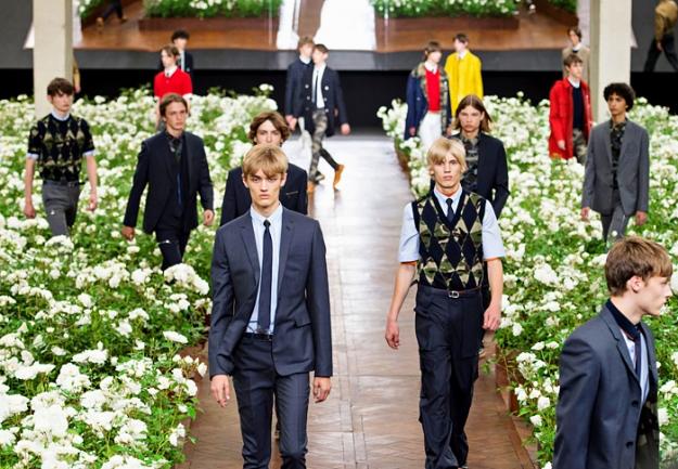 Обзор Buro 24/7: мужская коллекция Dior, весна-лето 2016