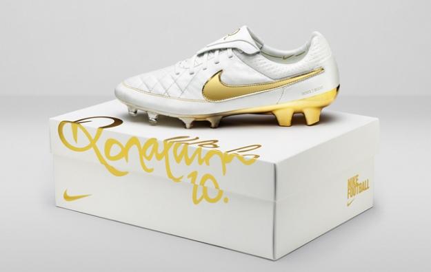 Nike выпускает лимитированную коллекцию футбольных бутсов в честь Роналдиньо