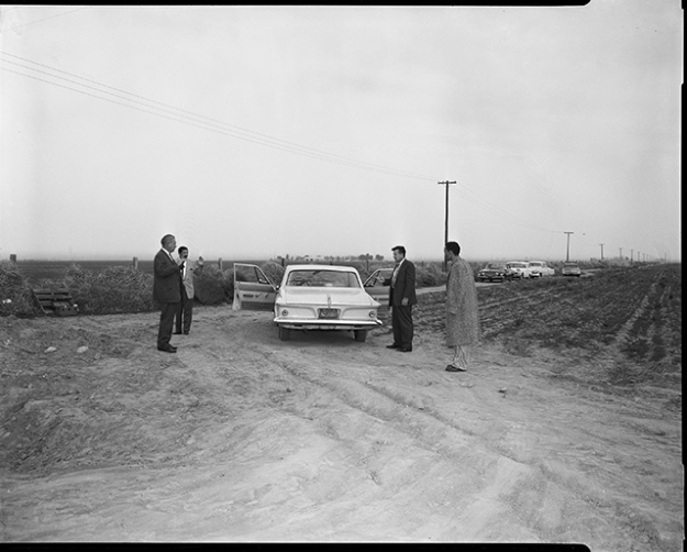 """Onion Field"" reenactment with suspect, Jimmy Lee Smith, and detectives Date: 1963 Photographer: Unknown"