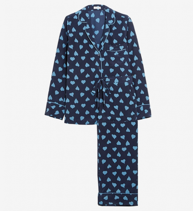 "Equipment<p><a target=""_blank"" href=""https://www.net-a-porter.com/ru/en/product/714038/Equipment/avery-printed-washed-silk-pajama-set"">net-a-porter.com</a></p>"