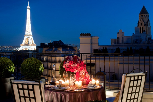 4 seasons goes to paris Four seasons is a globally renowned hotel company recognized for its luxurious diversity, and emphasis on customized service the company has 270 core worldwide operating standards that are congruent across all properties.