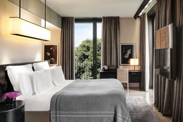 Bvlgari hotel buro 24 7 for Buro premium