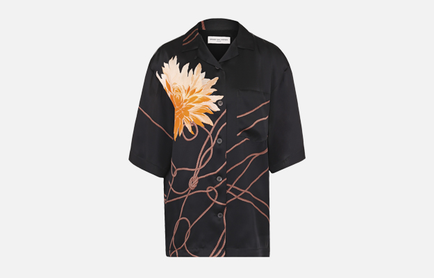 "Блуза Dries Van Noten<p><a target=""_blank"" href=""https://www.tsum.ru/catalog/bluzy-2497/shelkovaya_bluza_s_ukorochennym_rukavom_i_tsvetochnym_printom-5141433-color-chernyy.html"">ЦУМ</a></p>"