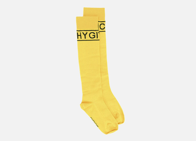 "Носки, Givenchy<p><a target=""_blank"" href=""https://www.farfetch.com/ru/shopping/women/givenchy-logo-pattern-socks-item-12134813.aspx?storeid=9336&from=listing&tglmdl=1&ffref=lp_pic_24_11_"">Farfetch</a></p>"