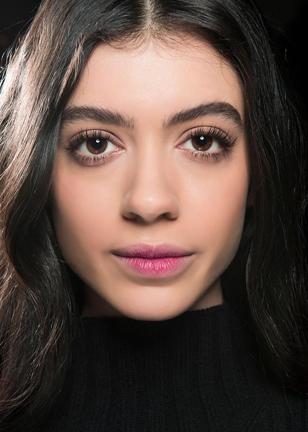 Как использовать красные оттенки в макияже глаз картинки