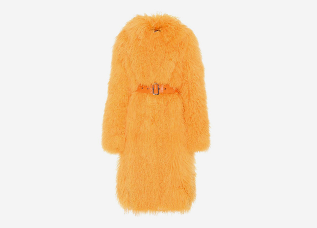 "Шуба, Saks Potts<p><a href=""https://www.mytheresa.com/int_en/saks-potts-rosti-shearling-coat-857056.html?&utm_source=affiliate&utm_medium=affiliate.cj.int"" target=""_blank"" style="""">mytheresa.com</a></p>"