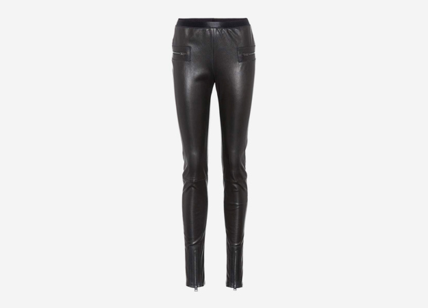"Леггинсы, Tom Ford<p><a href=""https://www.mytheresa.com/int_en/tom-ford-lederhose-850980.html?&utm_source=affiliate&utm_medium=affiliate.cj.int"" target=""_blank"" style="""">mytheresa.com</a></p>"