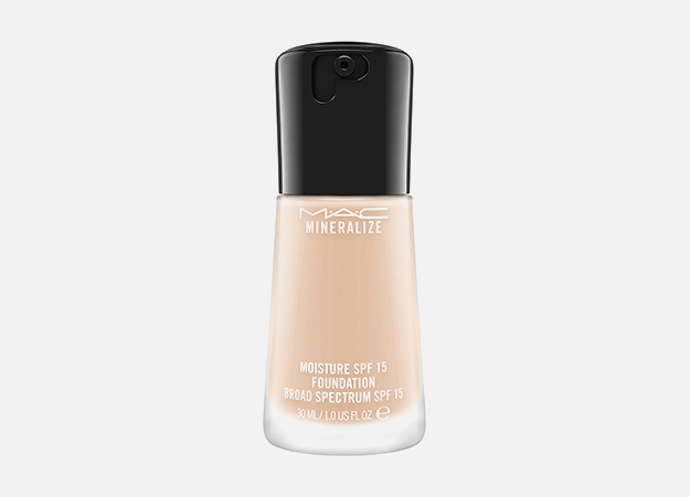 Mineralize Foundation SPF 15 от M.A.C, 2990 руб.